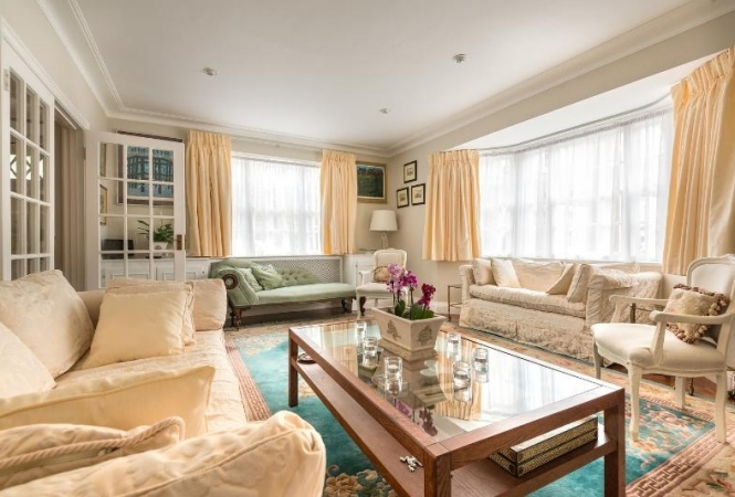Lovely House in Holland Park for Families