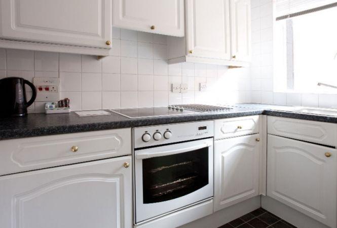 hertford-gallery-apartment1-kitchen.jpg