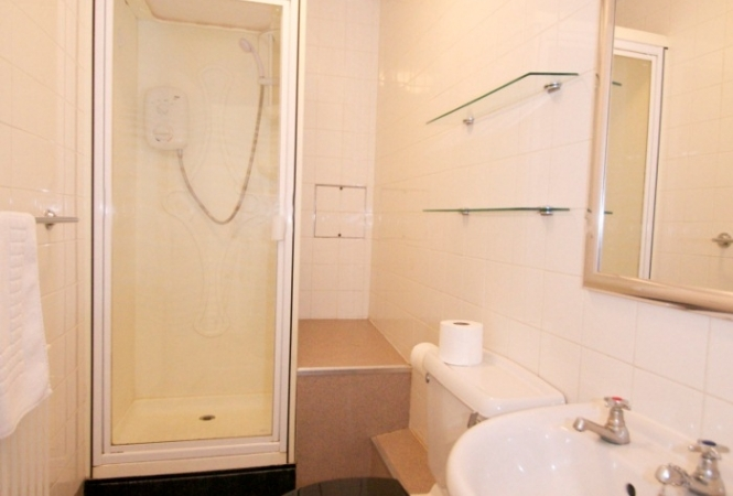 bathroom 1.jpg